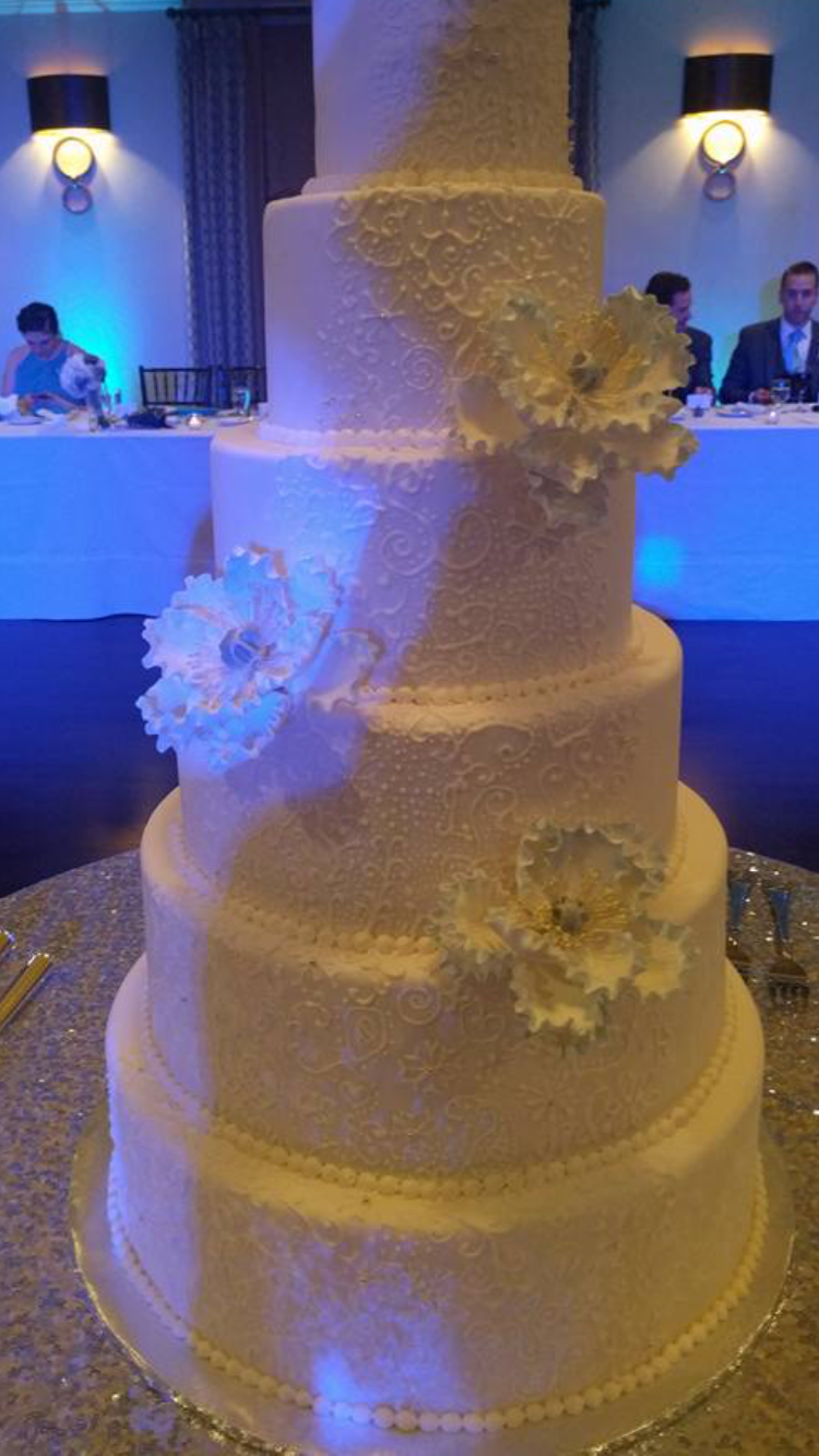 Teelah Hall Wedding Cake Created by Angela Welch
